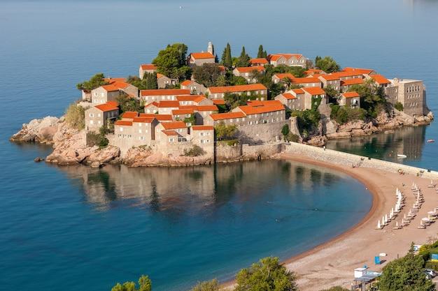 Ilha de santo estevão no mar adriático, em montenegro,