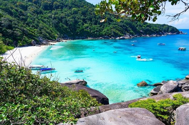 Ilha de similan no. 8 do belo mar tropical no parque nacional de similan, phang nga tailândia.