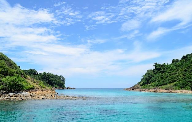 Ilha e montanha na província de trad tailândia