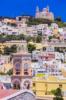 Ilha grécia syros, vista da vila de ano syros, cíclades