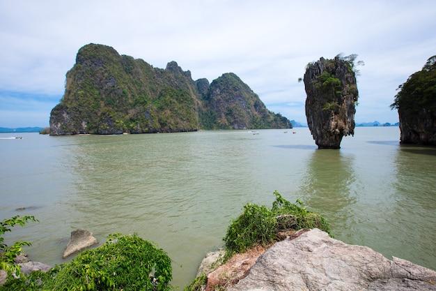 Ilha james bond na baía de phang nga, tailândia