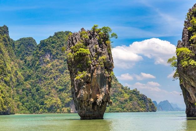 Ilha james bond na baía phang nga