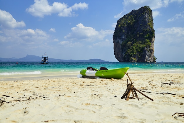Ilha paradisíaca na tailândia andaman