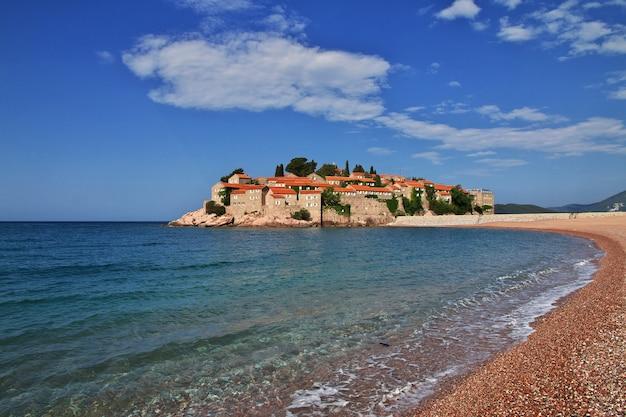 Ilha sveti stefan no mar adriático, montenegro