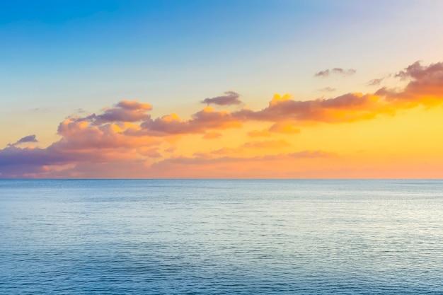 Ilha vibrante o fundo da textura do mar ao ar livre