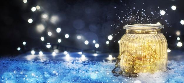 Iluminação de natal na jarra, plano de fundo de feriados de natal e ano novo, temporada de inverno.