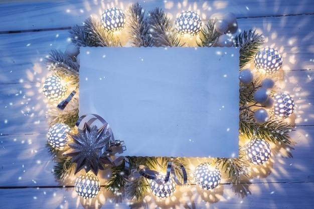Iluminação de natal. vista superior, configuração plana, copie o espaço.