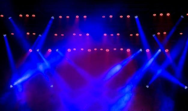 Iluminação do concerto contra uma ilustração de fundo escuro