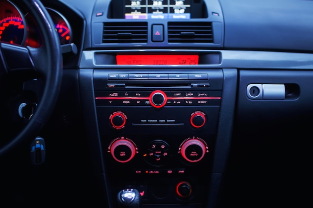 Iluminação do painel de um carro moderno