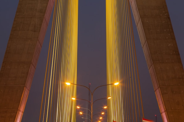 Iluminação na ponte