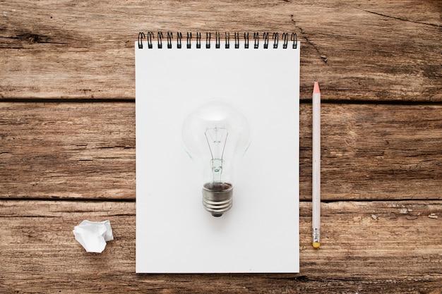 Ilustração de lâmpada desenhada com um lápis
