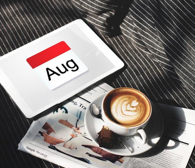 Ilustração do planejamento da programação do calendário no tablet digital
