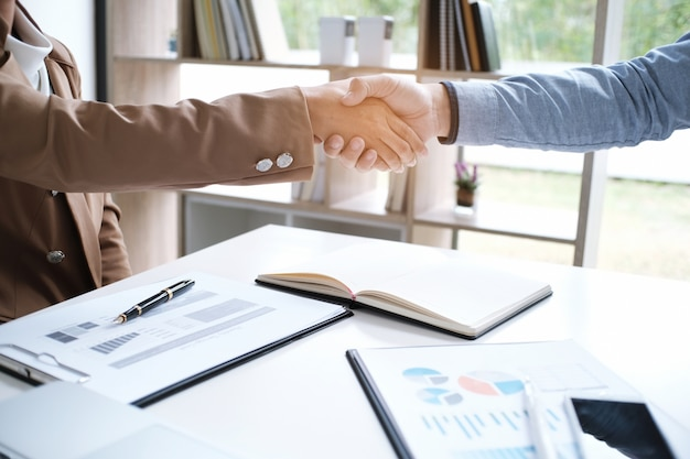 Image business mans handshake. parceria comercial que conhece o conceito de sucesso.