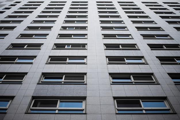 Imagem abstrata de um edifício preto e branco