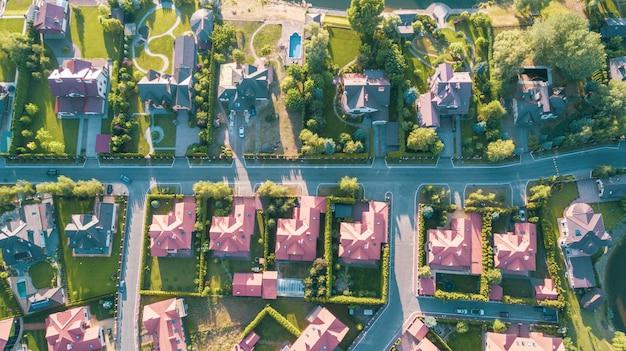 Imagem aérea conservada em estoque de um bairro residencial
