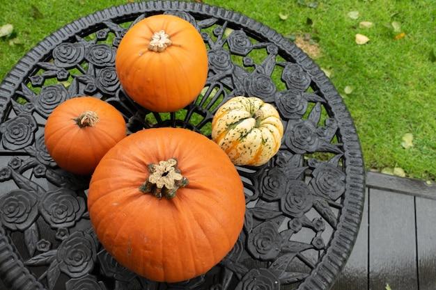 Imagem aérea da vista de cima da mesa da decoração conceito de plano de fundo do dia de halloween feliz.