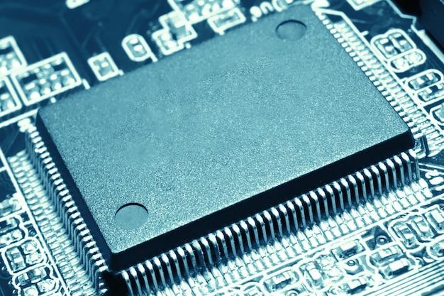 Imagem aproximada do microchip em branco do processador central do computador para espaço de cópia