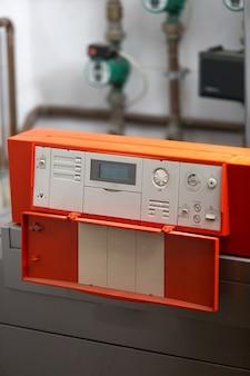 Imagem aproximada do painel de controle automatizado industrial
