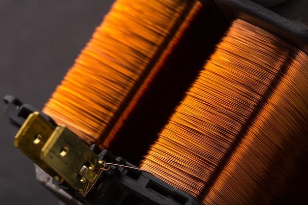 Imagem aproximada do transformador elétrico de cobre