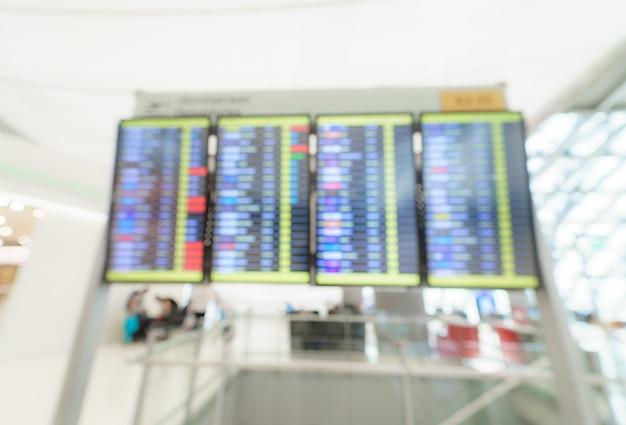 Imagem borrada da placa da informação dos vôos no terminal de aeroporto.