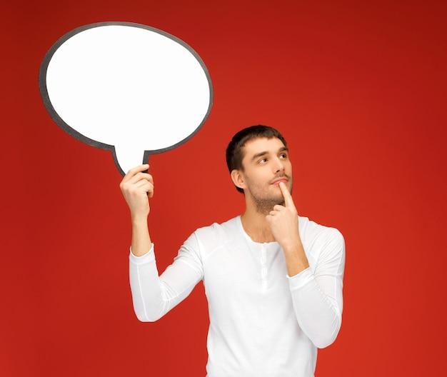 Imagem brilhante do homem pensativo com bolha de texto em branco.