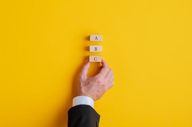 Imagem conceitual de planejamento de negócios e diferentes opções.