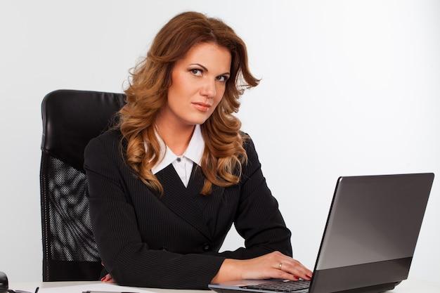 Imagem de atraente empresária caucasiana