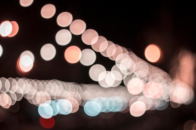 Imagem de borrão rua bokeh com luzes coloridas