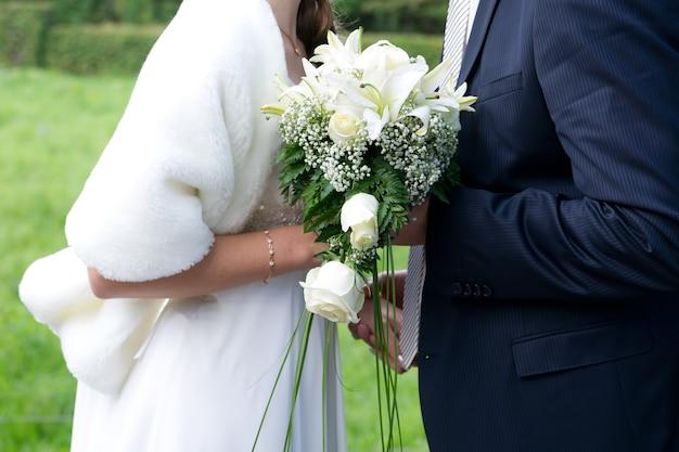Imagem de casamento de noiva e noivo