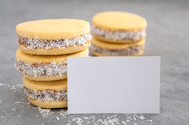 Imagem de close-up de deliciosos biscoitos alfajores