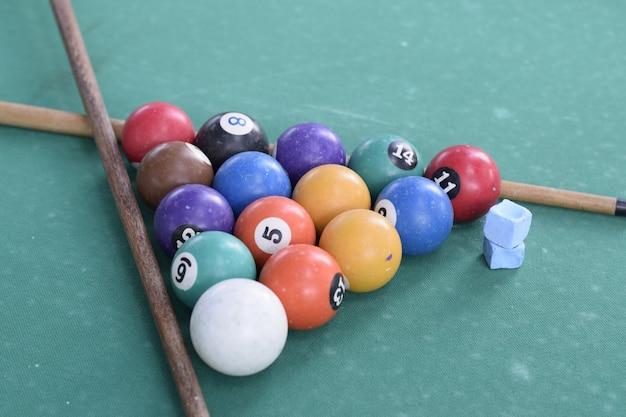 Imagem de composição de jogo de sinuca antigo
