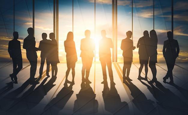 Imagem de dupla exposição de muitos executivos.