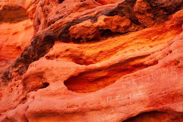Imagem de fundo de desfiladeiro vermelho saturado no egito