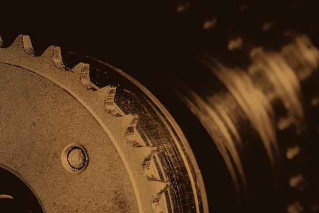Imagem de fundo monocromática do equipamento de perto. obra de arte da peça de automóvel em macro fotografia em tons sépia.