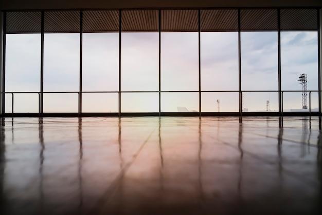 Imagem de janelas no prédio de escritórios morden