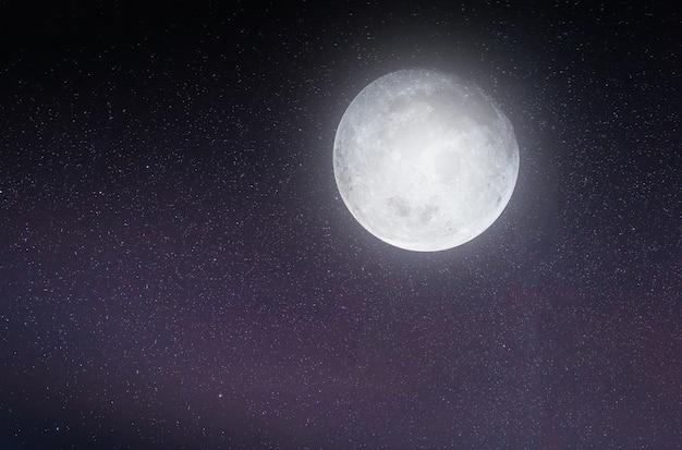 Imagem de paisagem do céu noturno com estrelas e lua cheia