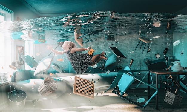 Imagem de uma menina flutuando na água