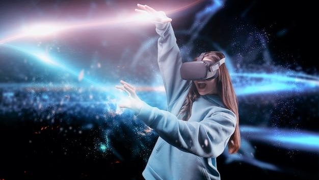 Imagem de uma mulher em realidade virtual. óculos de realidade virtual