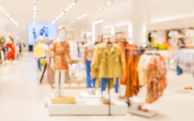 Imagem desfocada da loja de roupas de moda infantil