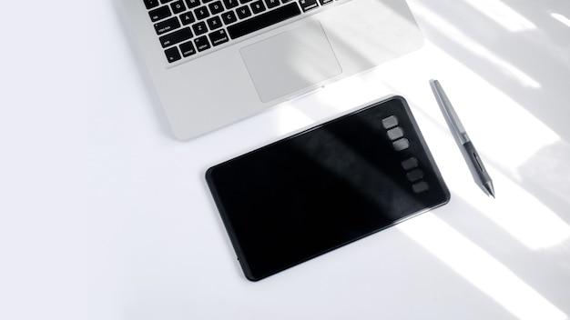Imagem digital de gráficos de computador do dispositivo stylus em fundo branco