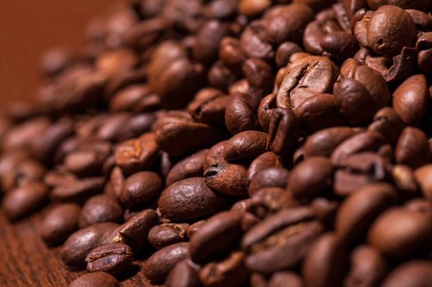 Imagem do close up de grãos de café torrados