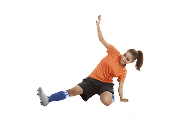 Imagem do jogador de futebol asiático, deslizando tackle