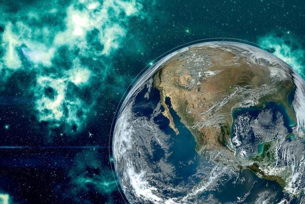 Imagem do planeta terra no espaço, ao redor de estrelas e nebulosa.