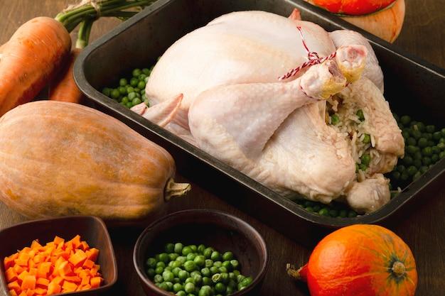 Imagem em close da preparação do peru para o dia de ação de graças