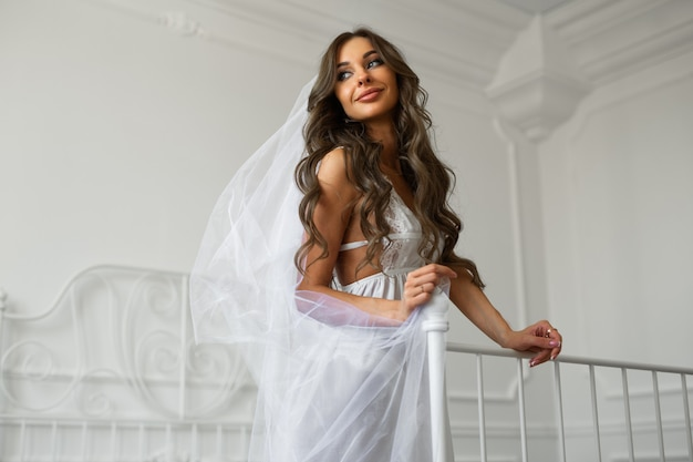 Imagem gentil da noiva de uma bela jovem