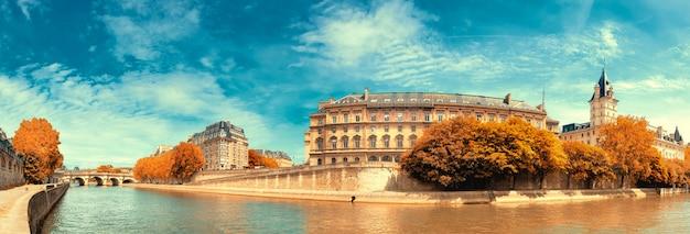 Imagem panorâmica do rio sena
