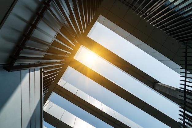 Imagem tonificada de prédios de escritórios modernos