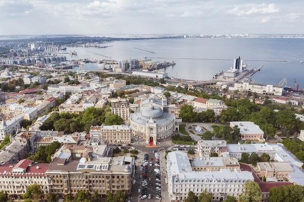 Imagens aéreas da cidade velha e do porto