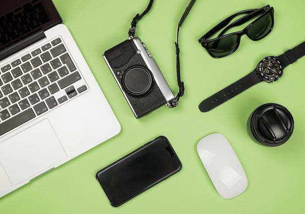 Imagens de estilo plano leigo da área de trabalho com material de escritório