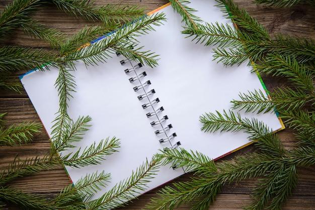 Imagens de natal em fundo de madeira